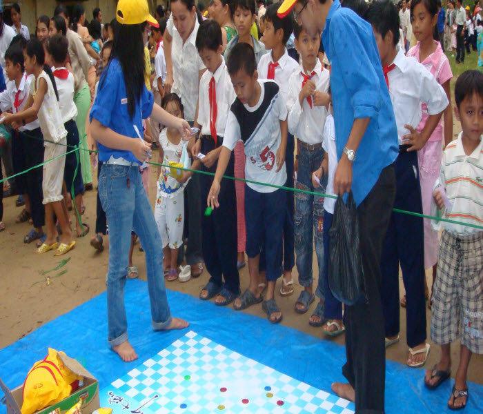 Tổ chức trò chơi cho các bé